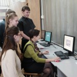 Старший преподаватель И.М. Семенова демонстрирует технологию разработки информационной системы